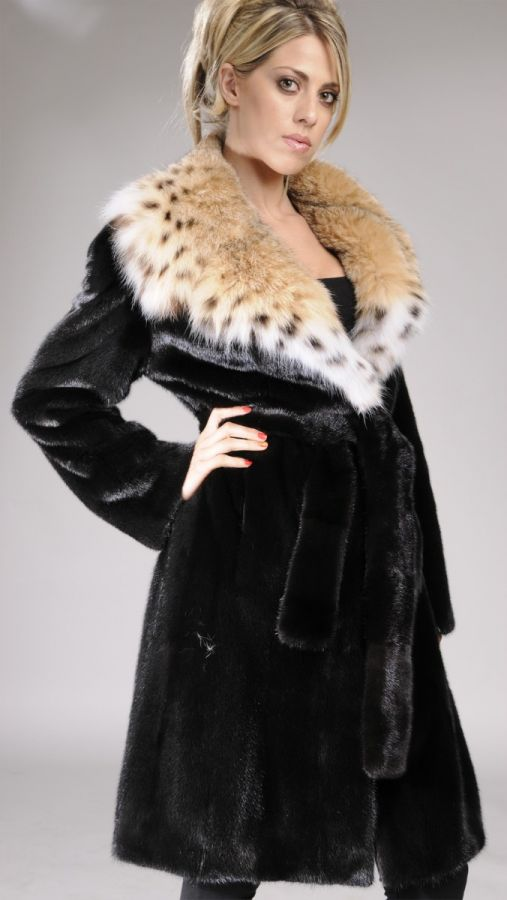 Black letout mink fur coat with Lynx collar