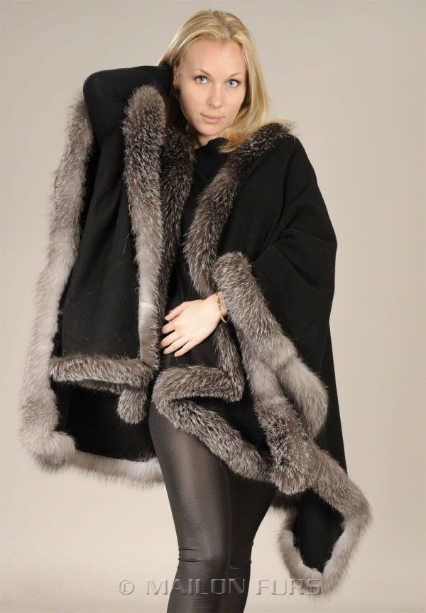 Black textile cape with Blue Frost Fox trim